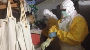 Помимо северо-запада страны, врачи продолжают бороться с Эболой и на востоке ДР Конго.