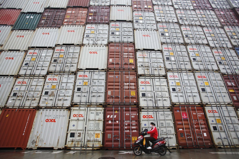 Container hàng xuất khẩu Trung Quốc tại cảng Thượng Hải