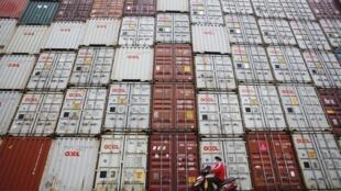 Hàng xuất khẩu Trung Quốc tại cảng Thượng Hải
