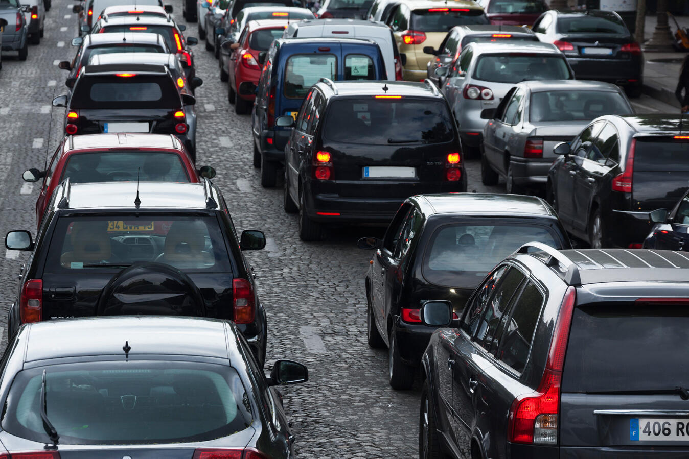 Embouteillage sur les Champs-Elysées, à Paris.