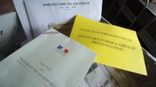 Les documents de parrainage de candidat que consultent les élus.