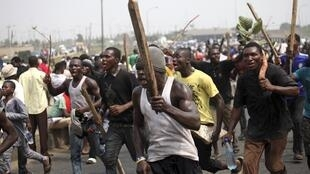 Protesters march through Ikorodu road in Lagos, 9 January, 2012