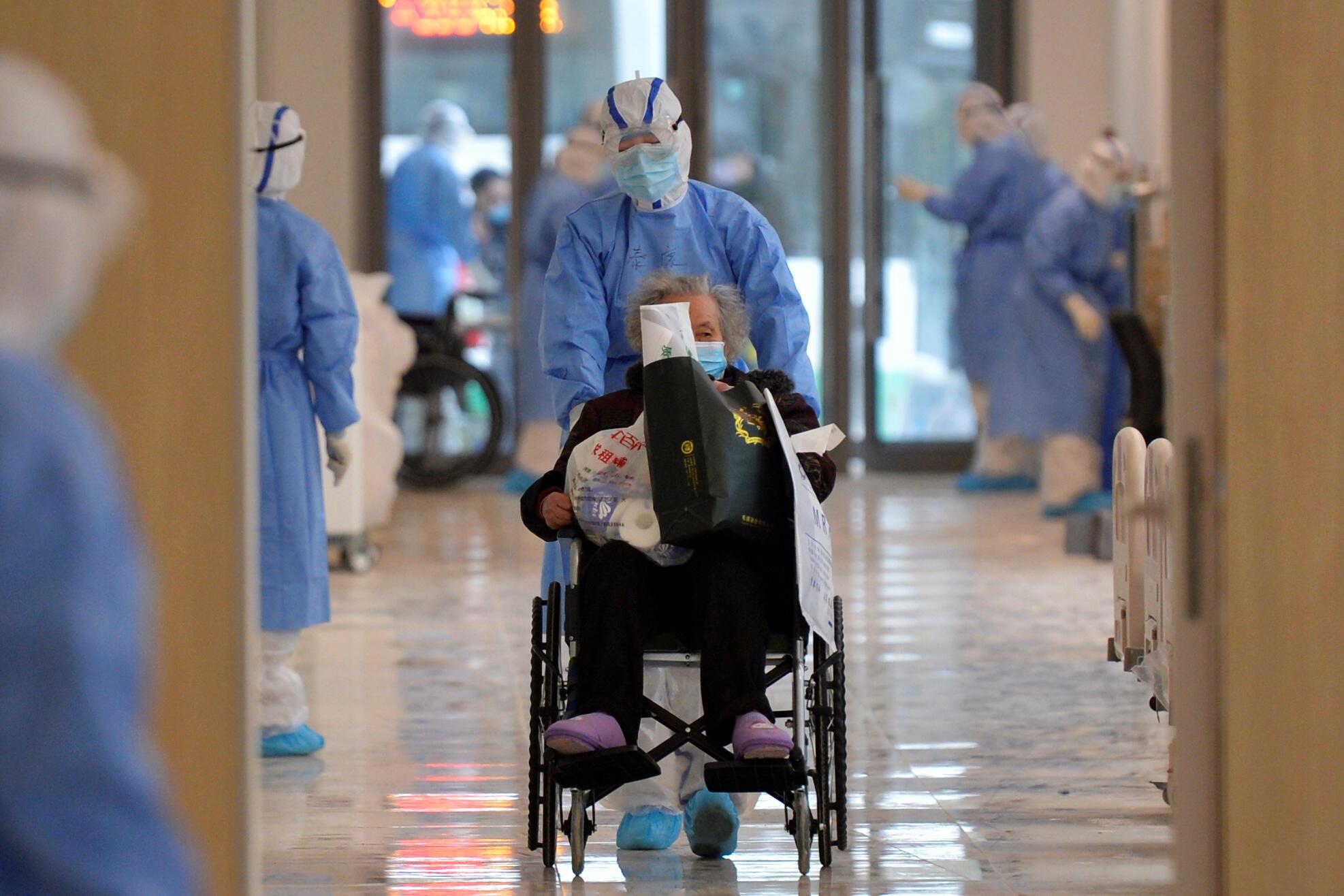 Bệnh nhân nhiễm virus corona được điều trị tại một bệnh viện ở Vũ Hán, Trung Quốc. Ảnh chụp ngày 10/02/2020.