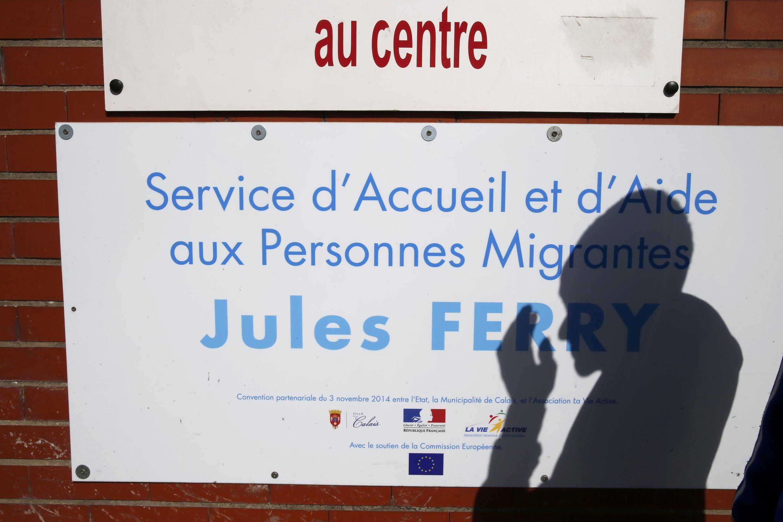 Centro de acolhimento de imigrantes em Calais, França