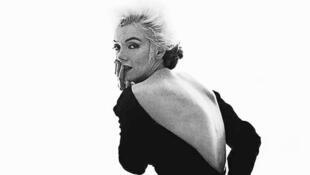 """Marilyn Monroe usava Dior durante a """"última sessão"""" fotográfica realizada para a revista Vogue em Los Angeles, em 1962"""
