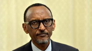 Shugaba  Paul Kagame cikin wani hoto a shekara ta 2000.