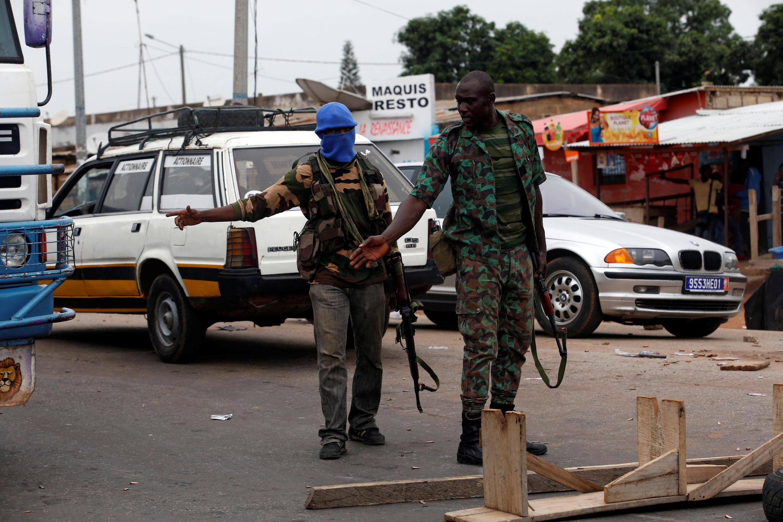 Check-point tenu par des mutins à Bouaké, le 15 mai 2017.