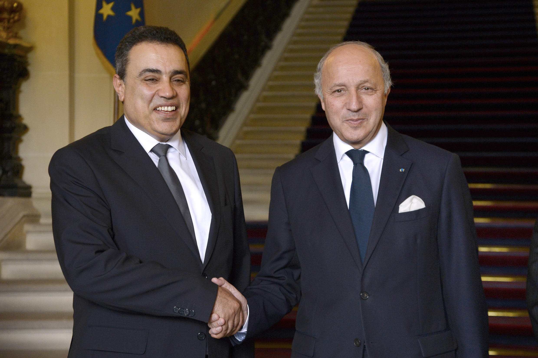 Le Premier ministre tunisien Mehdi Jomaa (g.) et le ministre français des Affaires étrangères, Laurent Fabius, lors d'une conférence de presse à Paris, le 28 avril 2014.