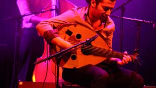 Fayçal Salhi, nghệ sĩ chuyên chơi đàn oud, một loại đàn luth theo truyền thống Ả Rập - DR
