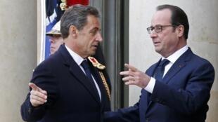 François Hollande et Nicolas Sarkozy sur le perron de l'Elysée, avant la marche républicaine, le 11 janvier 2015