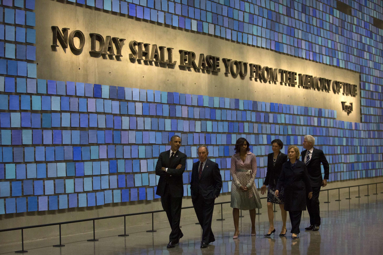 Pendant la visite du Musée du Mémorial du 11-Septembre à New York. Ground Zero. 15 mai 2014.