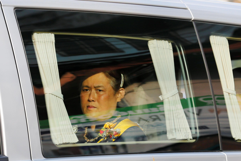La princesse de Thaïlande, Maha Chakri Sirindhorn, lors du transport du corps de son père, de l'hôpital au palais, le 14 octobre.