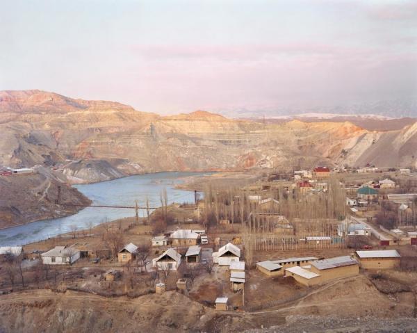 """Photographie du Kirghizistan par Elliott Verdier extraite de """"A shaded path"""", another place press."""