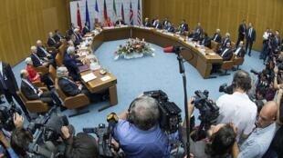 Les négociateurs de l'accord sur le nucléaire iranien lors de l'annonce de la signature, ce mardi 14 juillet.