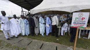 Les membres du PDP s'enregistrent, samedi 6 octobre 2018 à Port Harcourt, avant de voter pour celui qu'il veulent voir briguer la présidence en 2019.