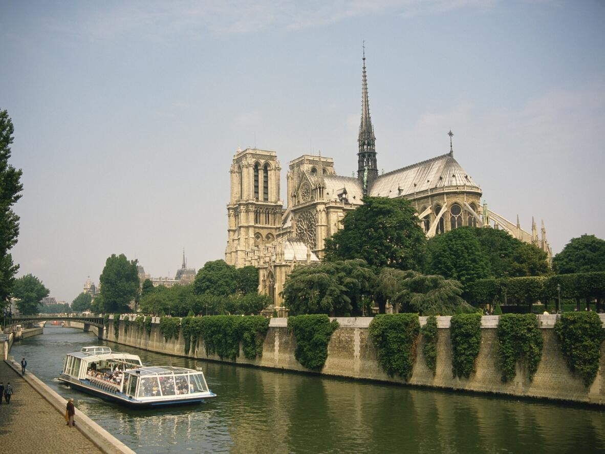 La cathédrale Notre Dame de Paris est le monument le plus visité de France (13,6 millions de visiteurs en 2010).