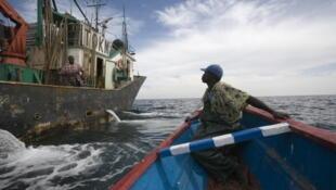 Les pêcheurs sénégalais dénoncent des autorisations de pêche accordées aux chalutiers étrangers.