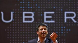 Le PDG d'Uber Travis Kalanick en conférence de presse devant des étudiants de l'Institut indien de technologie à Bombay.