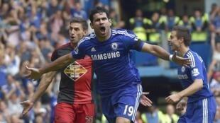 Diego Costa mchezaji wa Chelsea akisheherekea bao lake dhidi ya Swansea.