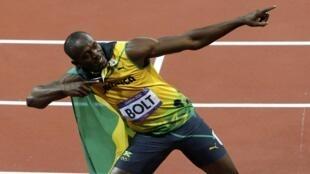 Vận động viên Jamaica Usain Bolt mừng chiến thắng trên đường đua 100m ngày 05/08/2012.