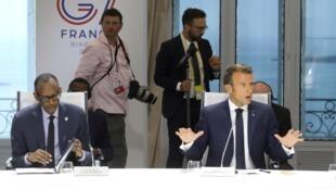 Le président français Emmanuel Macron et le président rwandais Paul Kagame lors du G7 à Biarritz, le 26 août 2019.