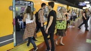 Pasajeros del subte de la Ciudad de Buenos Aires.