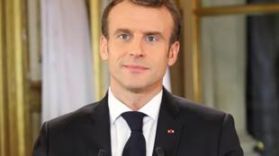 Presidente Macron recebe esta noite no Eliseu ministros para lançar debate sobre crise