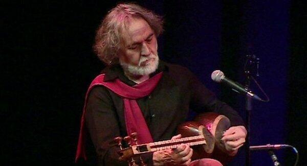 """مجید درخشانی٬ آهنگساز و نوازنده تار و سه تار و سرپرست گروه موسیقی """"ماه بانو"""""""