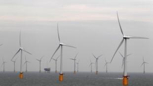 Uma usina de energia eólica no mar, no sul da Inglaterra.