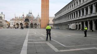 意大利政府颁布封城令,平日繁华的威尼斯圣马可广场空荡荡。