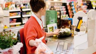 Le projet de loi prévoit d'obliger la grande distribution alimentaire à communiquer ses marges à l'Observatoire de la formation des prix et des marges, sous peine de sanction.