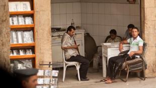 Une large partie de la population égyptienne est désoeuvrée. Dans un contexte social tendu, les réformes sociales tardent à se mettre en place.