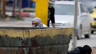 Hébron: accrochages entre manifestants palestiniens opposés au plan de Donald Trump pour le Proche-Orient et forces d'occupation israéliennes, le 2 février 2020.