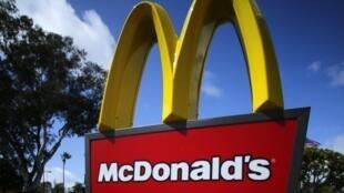 Enseigne de la chaîne de restauration rapide McDonald's.