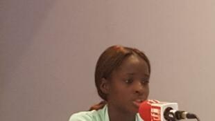 Juliana, 16 ans, tombée enceinte lorsqu'elle avait 13 ans. Vivant chez sa mère, elle rêve aujourd'hui de retourner à l'école qu'elle avait dû abandonner.