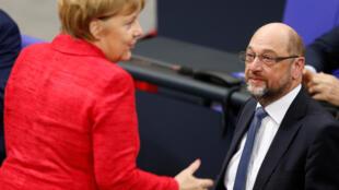 Et si le SPD de l'ancien président du Parlement européen, Martin Schulz, était finalement appelé à gouverner de nouveau avec Angela Merkel dans les années à venir? Un choix difficile pour les sociaux-démocrates. Photo: Bundestag, 21 novembre 2017.