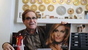 Các đĩa hát phát hành sau ngày Dalida qua đời, trong văn phòng của người em trai Orlando