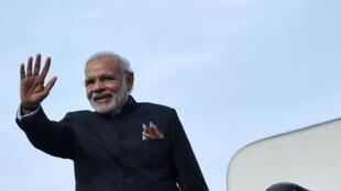 Sau chuyến đi Nga và Afghanistan, Thủ tướng Ấn Độ Narendra Modi đã bất ngờ ghé thăm Pakistan.