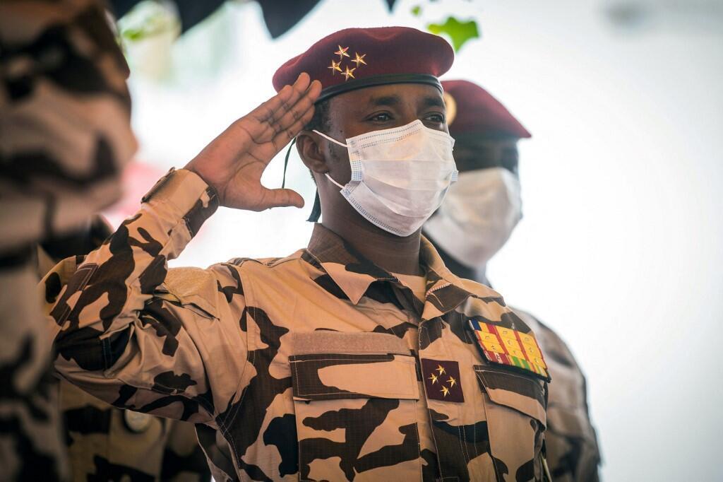 Jenerali Mahamat Idriss Déby, rais wa Baraza la Jeshi la Mpito na mtoto wa hayati rais Idriss Déby Itno wakati wa mazishi ya baba yake Aprili 23, 2021.