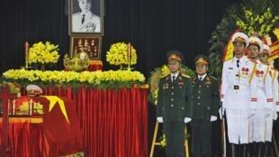 Linh cữu Tướng Võ Nguyên Giáp được quàn tại Nhà tang lễ Quốc gia, Hà Nội, 12/10/2013