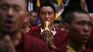 Lễ cầu siêu cho các nhà sư Tây Tạng tự thiêu 20/11/2011 (REUTERS)