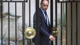O antigo presidente da UMP, Jean-François Copé, cuja demissão ficou efectiva a 15 de Junho de 2014