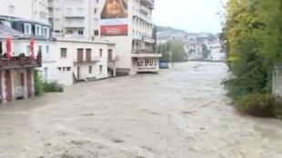 Lourdes bajo agua.