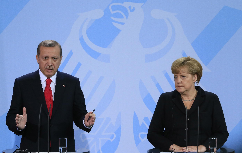O primeiro-ministro turco, Tayyip Erdogan, e a chanceler alemã, Angela Merkel, em Berlim.