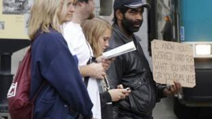 Un mendiant dans une rue de Washington, le 20 octobre 2010.