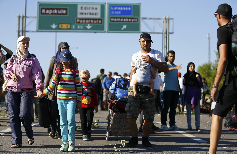 Les risques de naufrage ont poussé quelque 2 000 migrants à tenter de gagner la Grècen par la frontière terrestre avec la Turquie, mais ils restaient bloqués autour d'Edirne par la police turque.