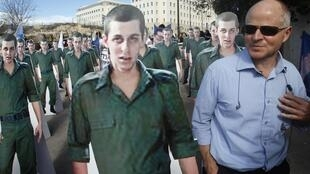 Gilad Shalit's father, Noam Shalit, in a demonstration with a cardboard cutout of his son