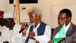Wole Soyinka (au centre), le 25 septembre 2010.