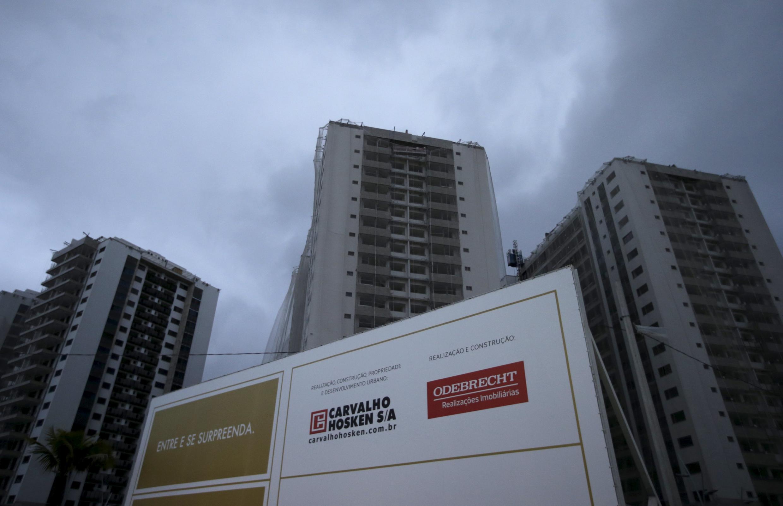 Logo da Odebrecht em construção para os Jogos Olímpicos do Rio de 2016, no Rio de Janeiro, em agosto de 2015.
