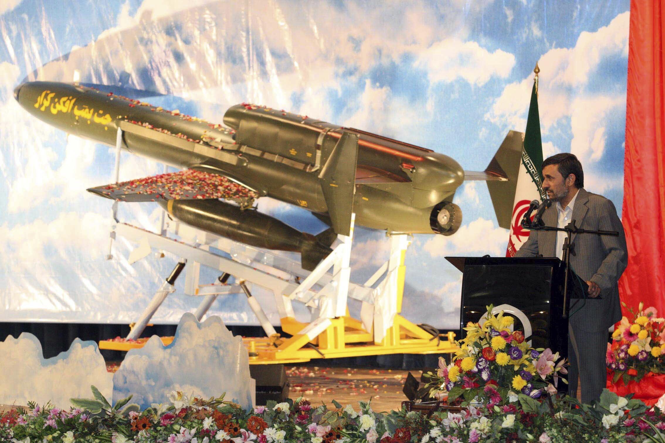 ការបង្ហាញយន្តហោះដ្រូនឈ្មោះKarrar របស់អ៊ីរ៉ង់ ធ្វើសកម្មភាពបានចំងាយឆ្ងាយ ក្រោមអធិបតីភាពរបស់អតីតប្រធានាធិបតី Mahmoud Ahmadinejad ក្នុងខែសីហា ឆ្នាំ២០១០